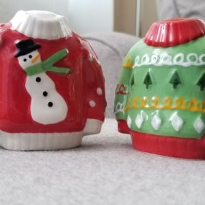 NWOT sweater salt and pepper shakers